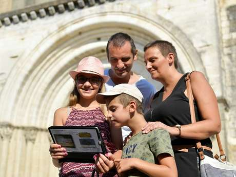 """Visite guidée sur tablette numérique """"Le voyage de Guilhem"""""""