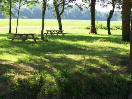 Aire de camping-car à la ferme du Vieux Bourg (réseau France Passion)