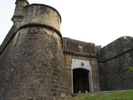 Visite guidée : Les remparts de Navarrenx de fond en comble.