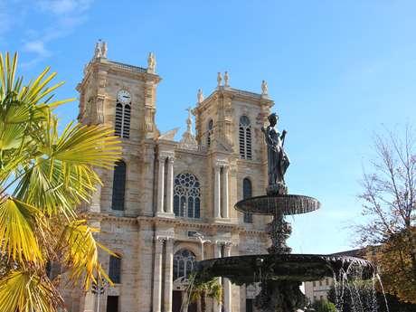 Accès en haut de la Tour Sud de la Collégiale Notre-Dame-de-l'Assomption