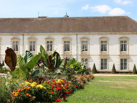 Visite de l'Hôtel de Ville, son jardin et le cimetière de Clamart
