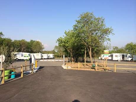 AIRE DES CHÊNES VERTS - AIRE DE STATIONNEMENT ET DE SERVICE CAMPING-CAR