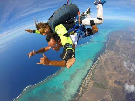 Saut en tandem en parachute - Nouméa Skydive