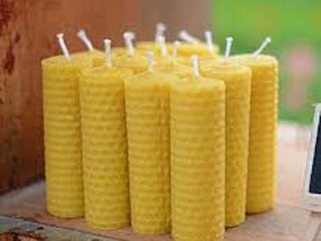 Atelier de confection de bougies en cire d'abeille