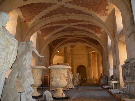 La Galerie des Sculptures et des Moulages (Sculptures de Versailles / Gypsothèque du Louvre)