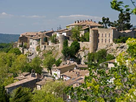 """Suivez le guide - Ménerbes, un village classés parmi  """"Les plus beaux de France"""""""