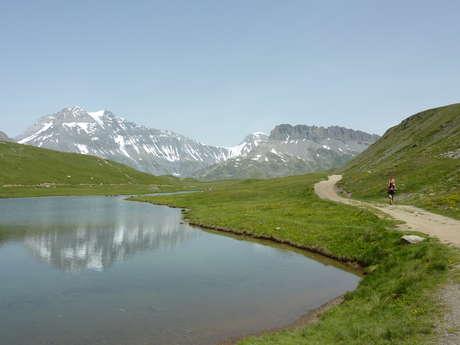 Hiking trail Le Lac Blanc and refuge of Plan du lac - extension to Entre-deux-eaux