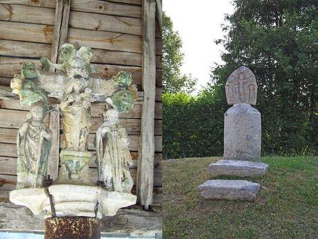 Croix du cimetière  et croix monumentale