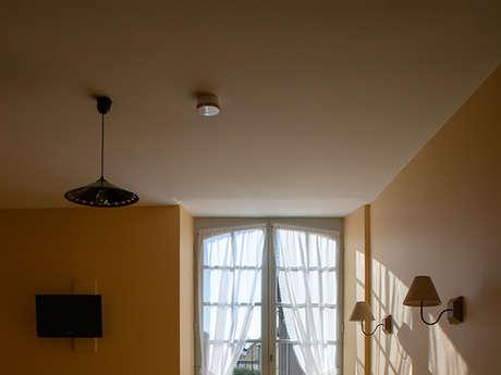 """Le Nid des 2 Creuse - chambre """"Léon Detroy"""""""