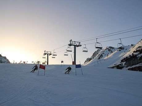 Initiation et démonstration de ski de slalom