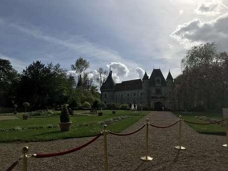 Autour du château de Saint-Germain-de-Livet - Départ : Saint-Germain-de-Livet