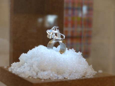 Exposition de bijoux sculpturales