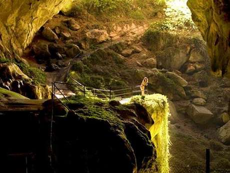 """Little explorers"" hikes to the Lombrives Cave"