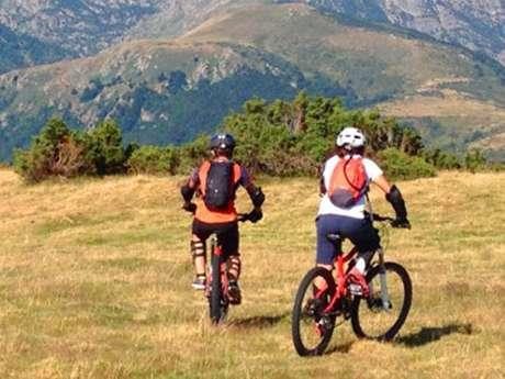 Bicicleta de montaña y patinete con Angaka