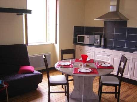 """Appartement """"Gite Du Pech"""" 4 Personnes  à Génat"""