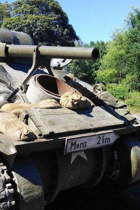 Tanks in Mons