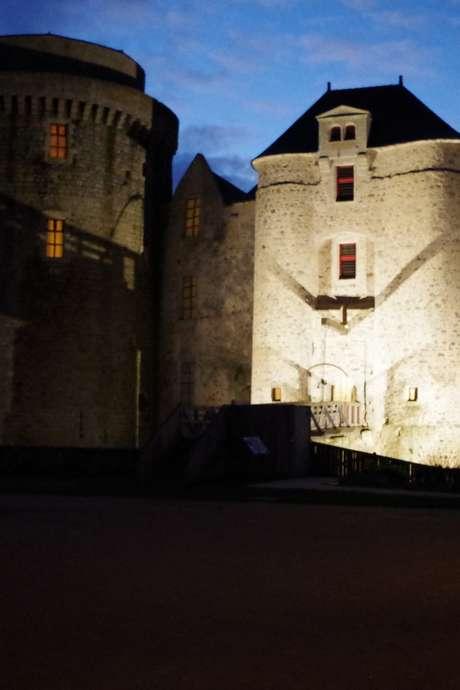 Un soir au château de Saint-Mesmin, il y a ... 600 ans