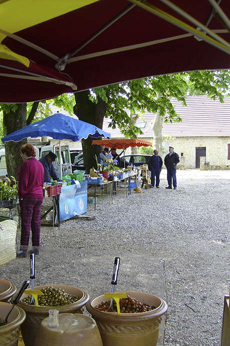 Marché à Saint-Germain-du-Bel-Air