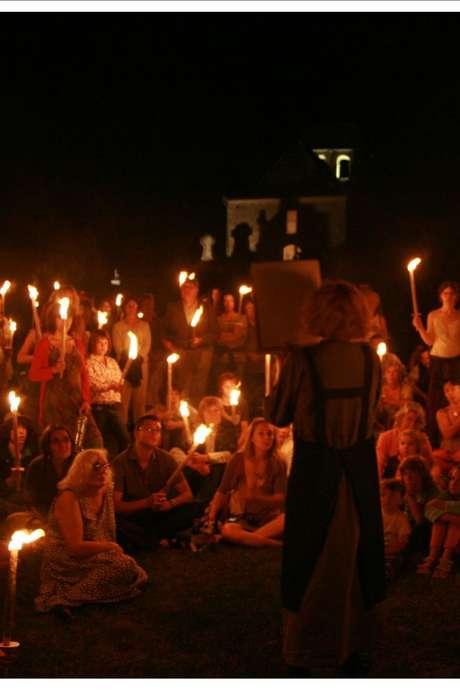 Pays d'Art et d'histoire : Visite Insolite aux lampions