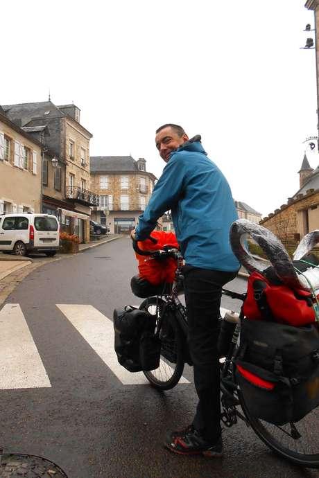 """Festival """"Des Livres et Nous"""" : Le Tour du Monde à Vélo de Jacques Sirat"""