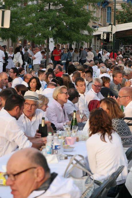 Pique-nique blanc avenue de Champagne