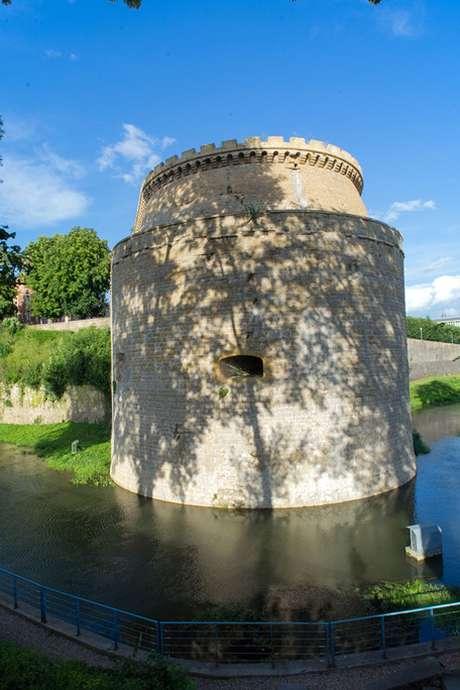 Visite familiale VAH Charleville : Balade contée, le dragon de Mézières et autres légendes