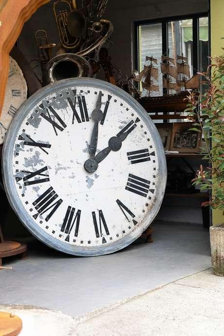 Parcours d'expert au marché Dauphine-Puces de Paris Saint-Ouen - Les montres de collection