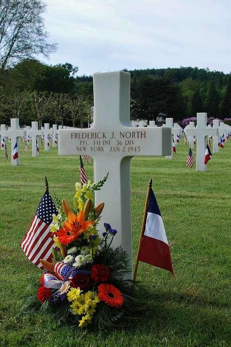 MEMORIAL DAY CIMETIERE AMERICAIN