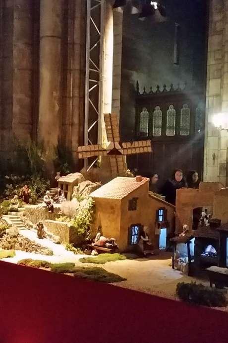 Exposition de la grande crèche des santonniers de Provence dans l'Abbatiale de Fontenay.