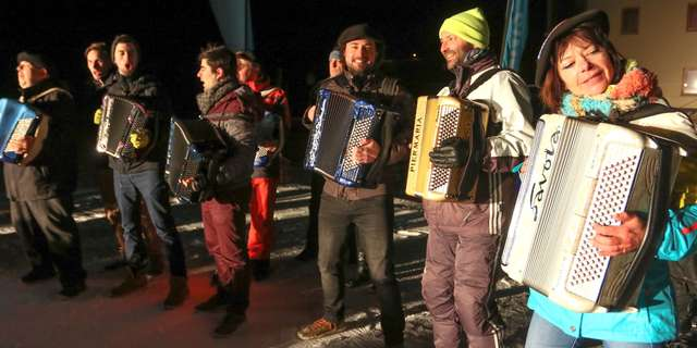 Accordion Parade at the ski front