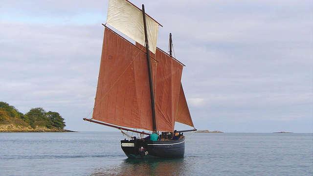 Baie de Saint-Cast en voilier traditionnel