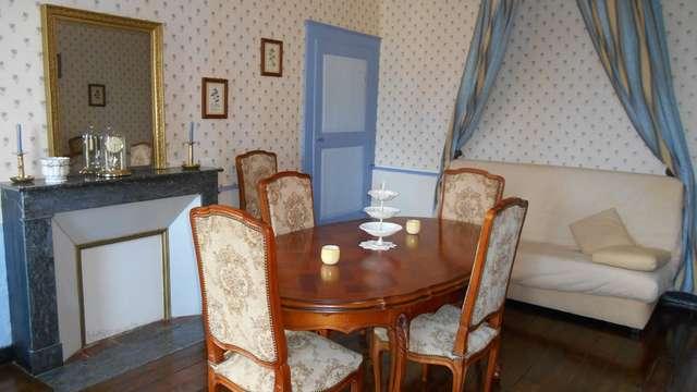 Meublé de M. & Mme Redon 1 étage Place St Pierre