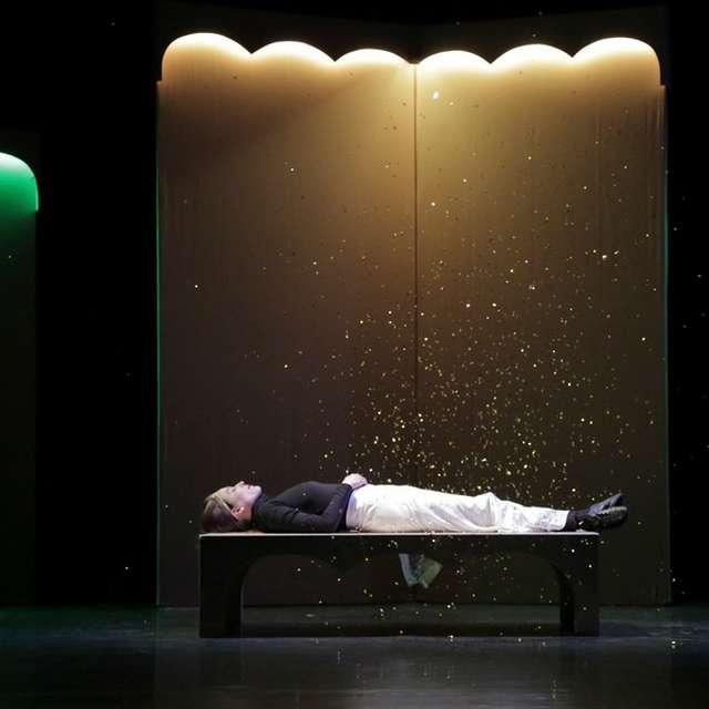 Belles et bois, théâtre et danse par le Phare, Ccn du Havre. Pour la joie des petits et grands, Emmanuelle Vo-Dinh revisite La Belle au bois dormant.