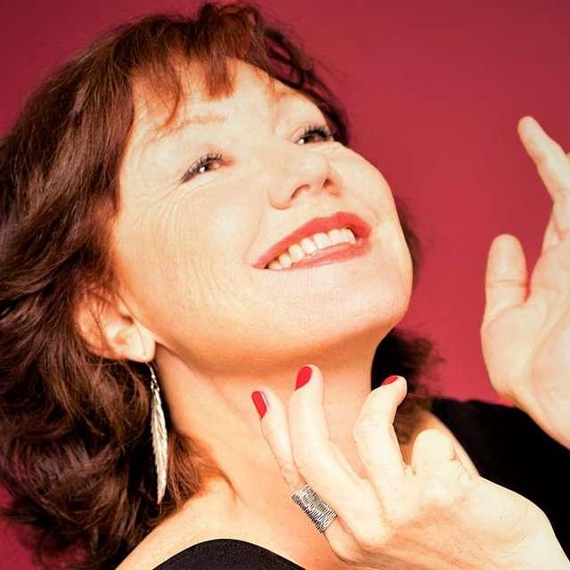 Gravitation de l'Éros : une rencontre musicale. Une chanteuse ex-lyrique détournée, pour cause d'Érotisme, par un pianiste de jazz.