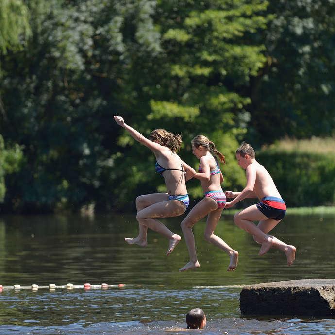 Aire de loisirs avec baignade en rivière