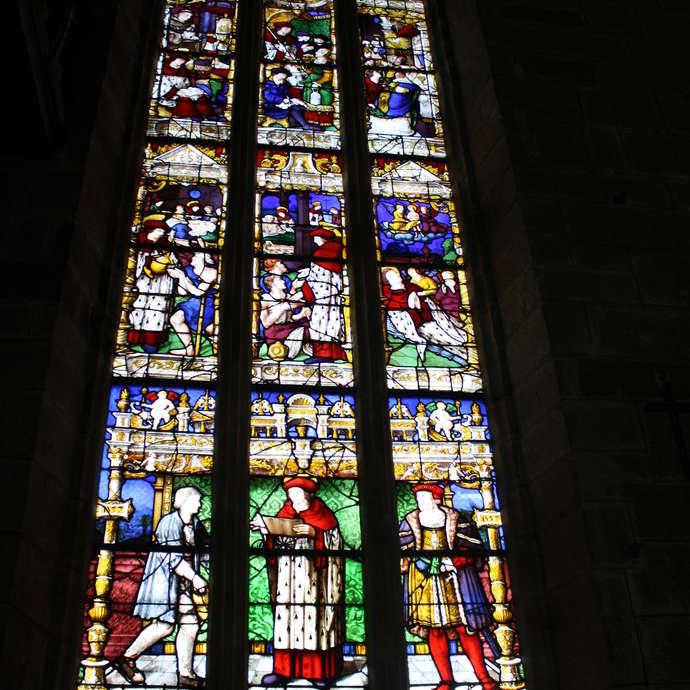 Eglise St Mathurin - Vitrail St Yves