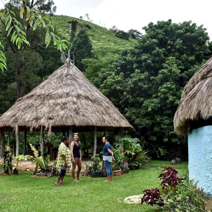 Visite commentée de la tribu de Oui Poin - Chez Elise